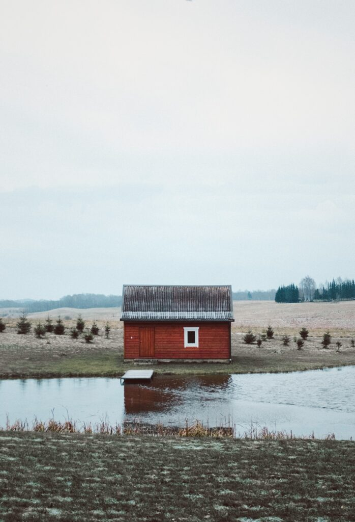 Kerti ház a tóparton