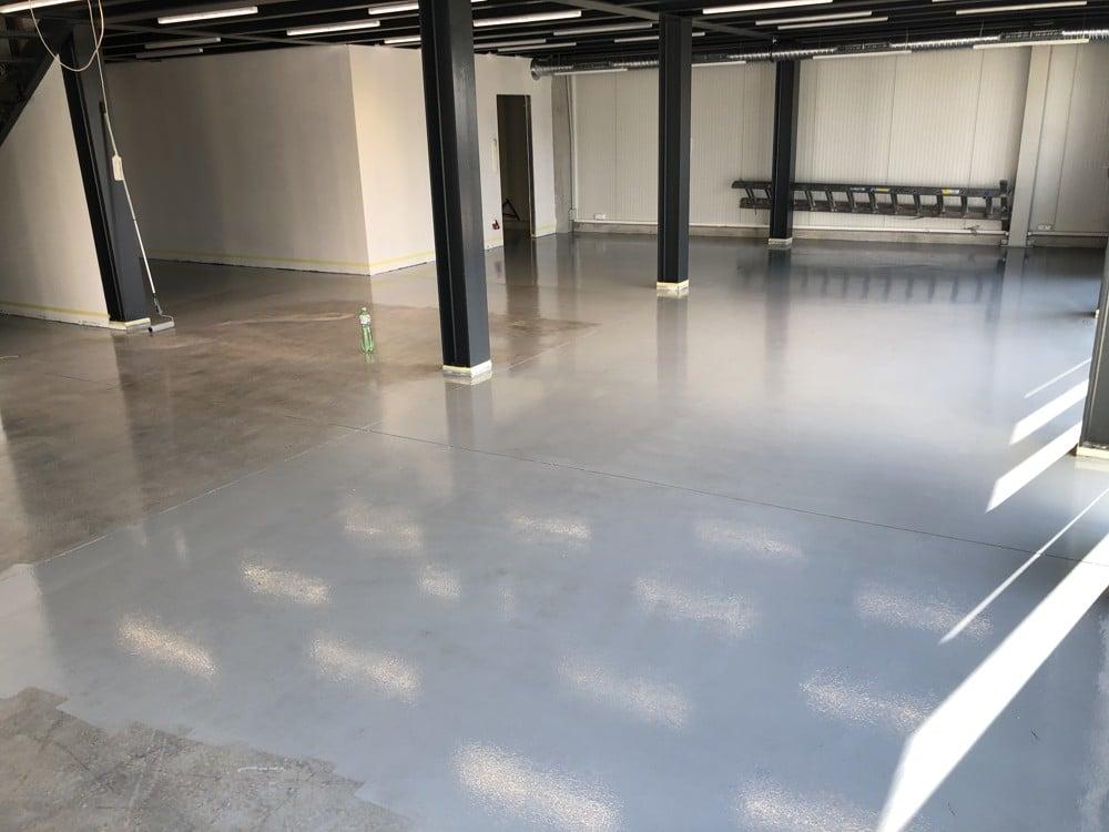 szürke epoxi padló